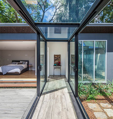 balmain-house-glass-walkway